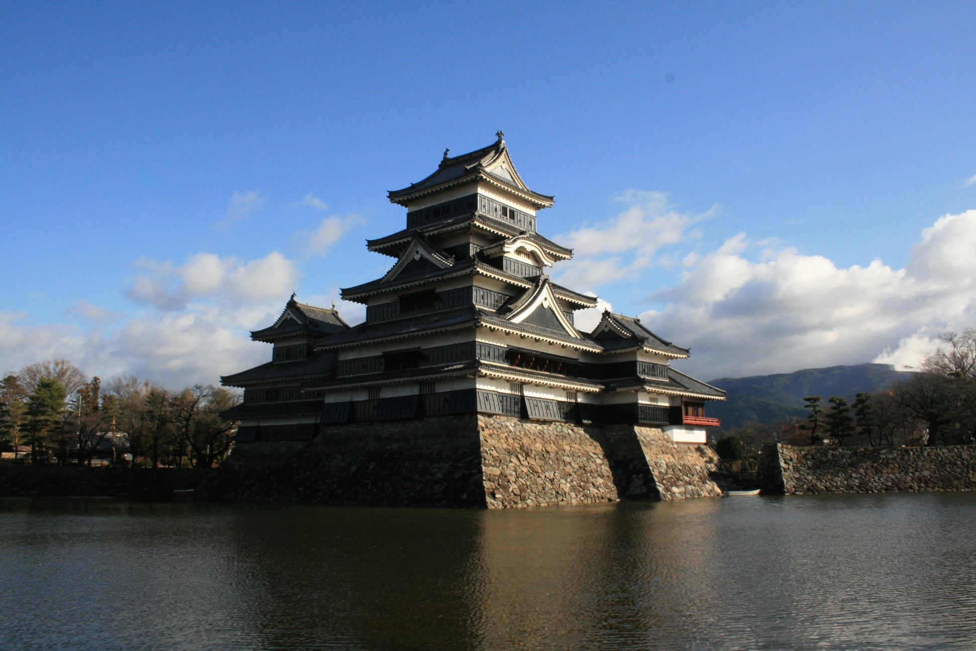 カレンダー 2013年10月カレンダー : 国宝松本城。数少ない現存天守 ...